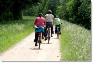 family_riding_bikes