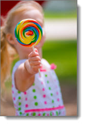 girl_with_candy
